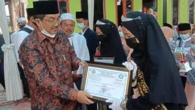 Photo of Bupati Tanjab Barat Sambangi Wisuda Ponpes Nurul Qur'an. Sebut Dukungan Pelaksanaan Programnya