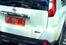 Photo of Plat Merah Ugal-ugalan Di Jalan. Kecelakaan Beruntun Tak Terelakkan